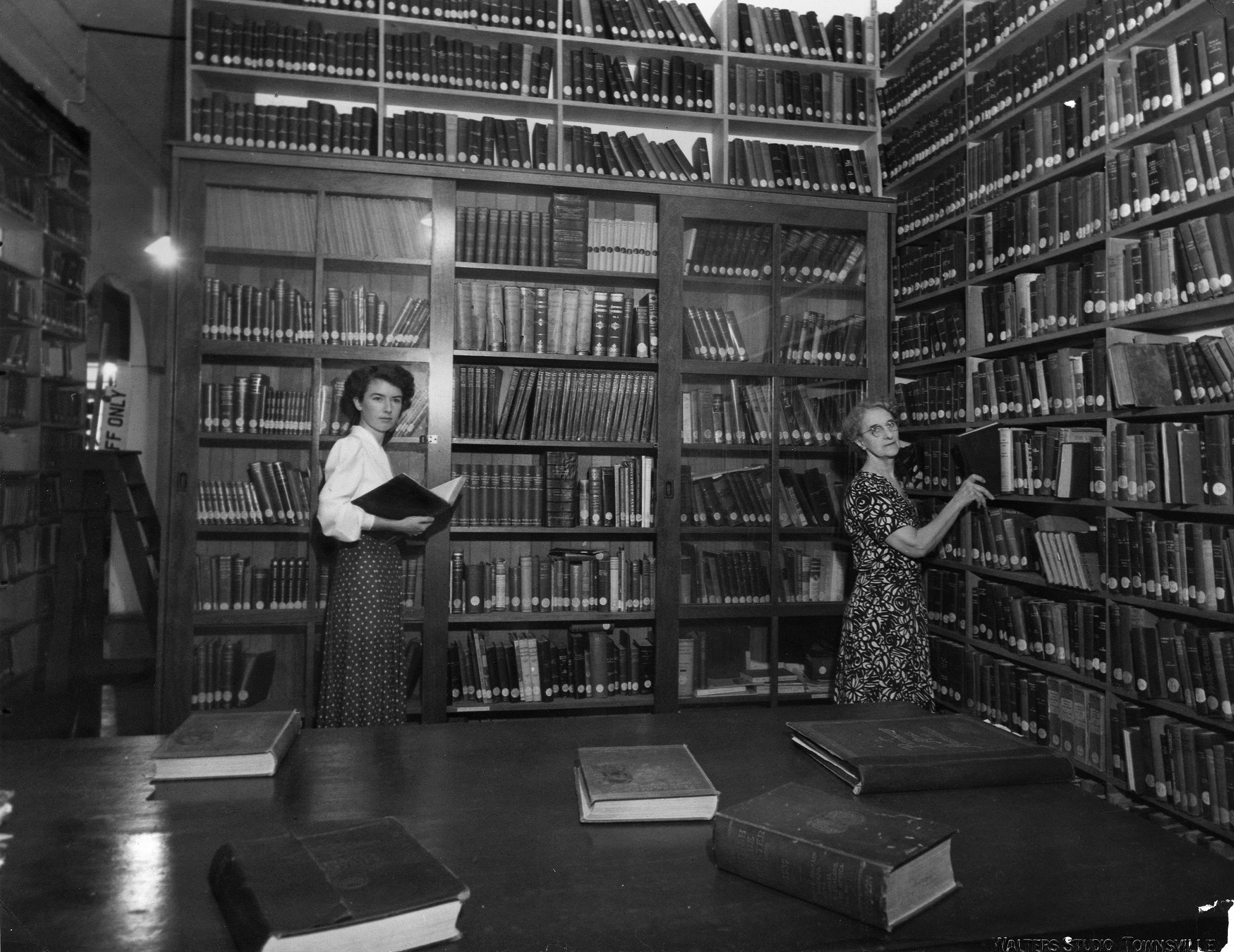 Interior of Townsville library ca 1948