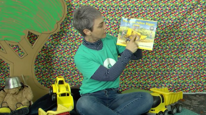Reading the story The little yellow digger