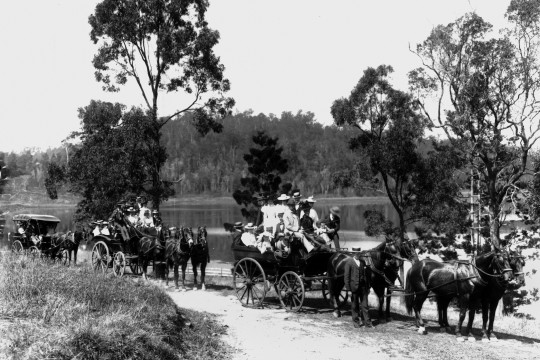 Day trippers travelling to Enoggera Reservoir Brisbane ca 1896