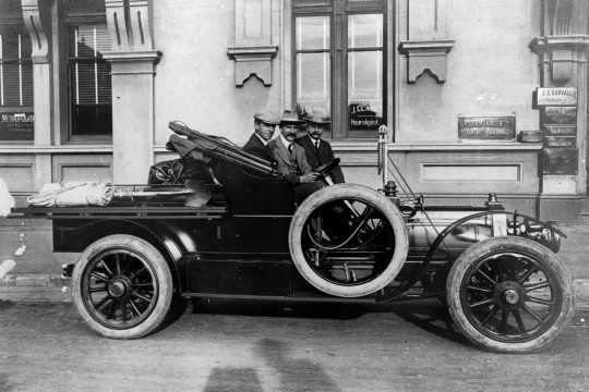 Picture of historical photograph - Talbot roadster Utility parked in front of the Metropolitan Buildings, ca 1911