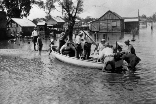 Ferrying locals across the floodwaters in Chinchilla during the 1921-22 floods Negative number: 4494