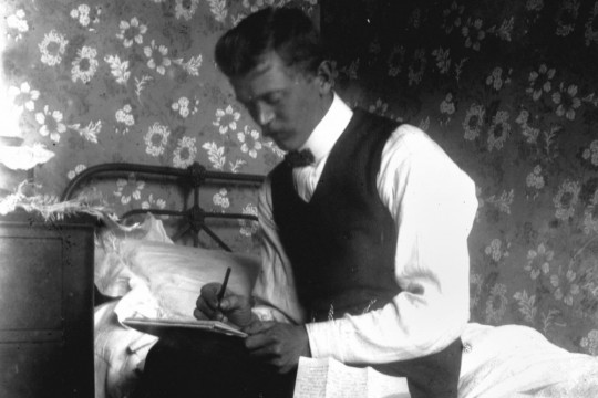 Intimate portrait of a man writing a letter, 1900-1910 Negative number: 175036