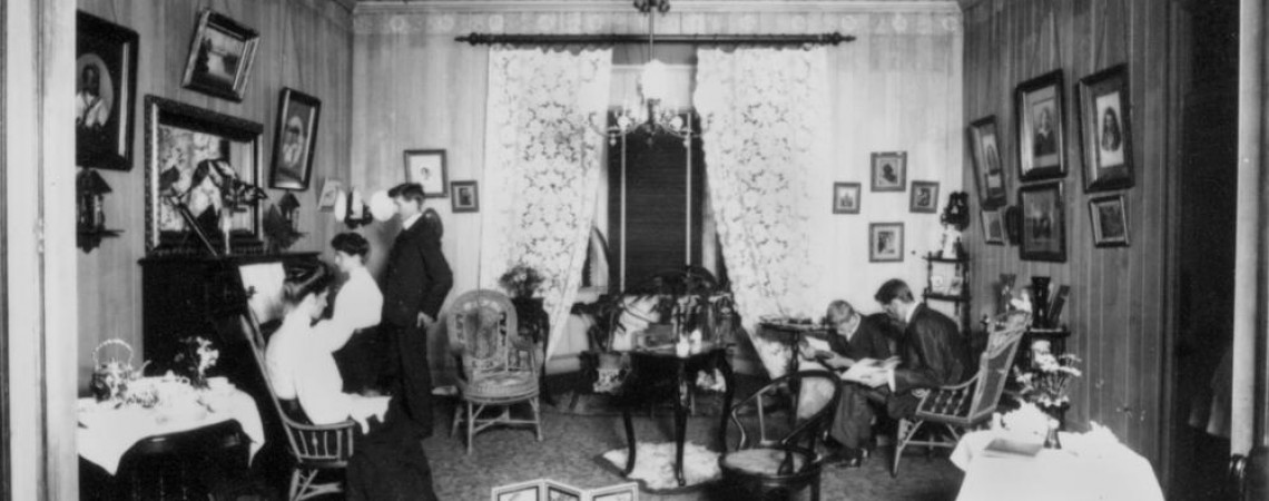 Living room of the Poulsen family home ca 1910