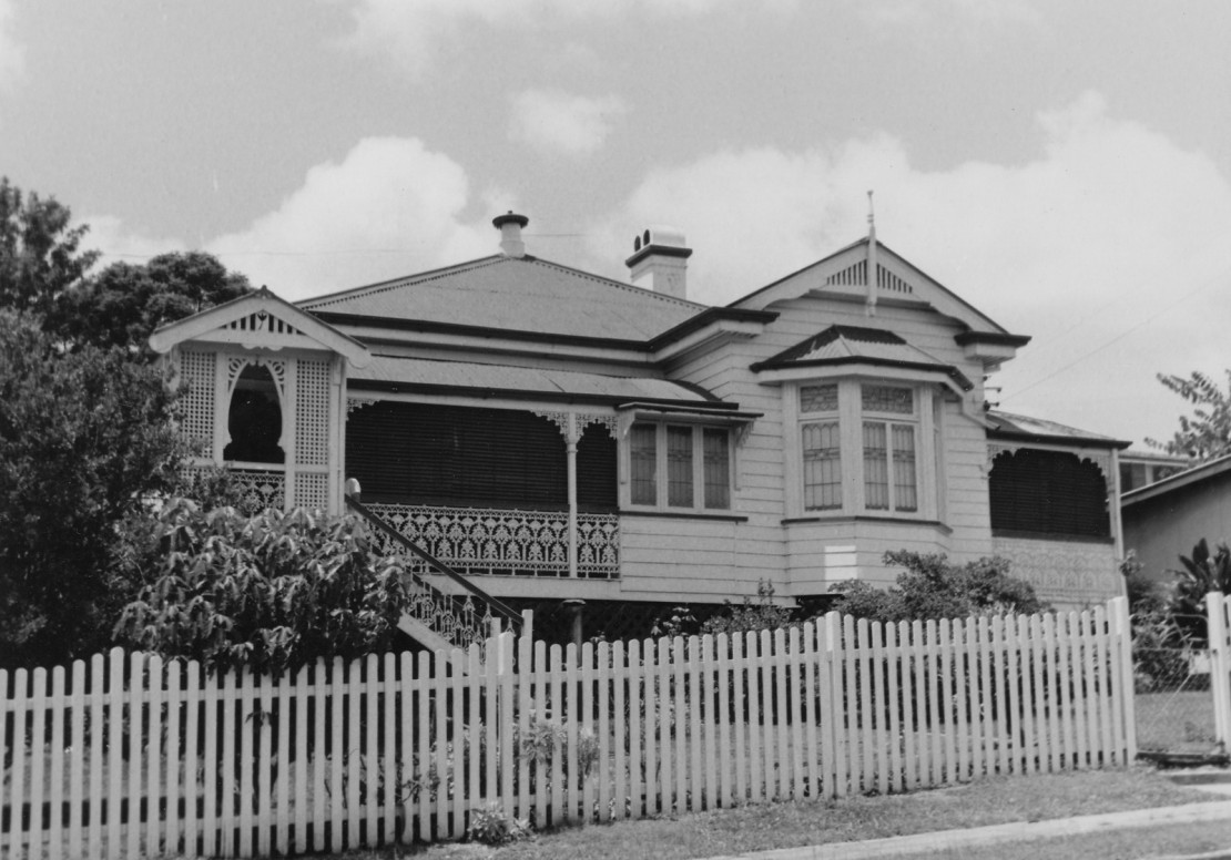 BW image of house in ClayfieldWooloowin