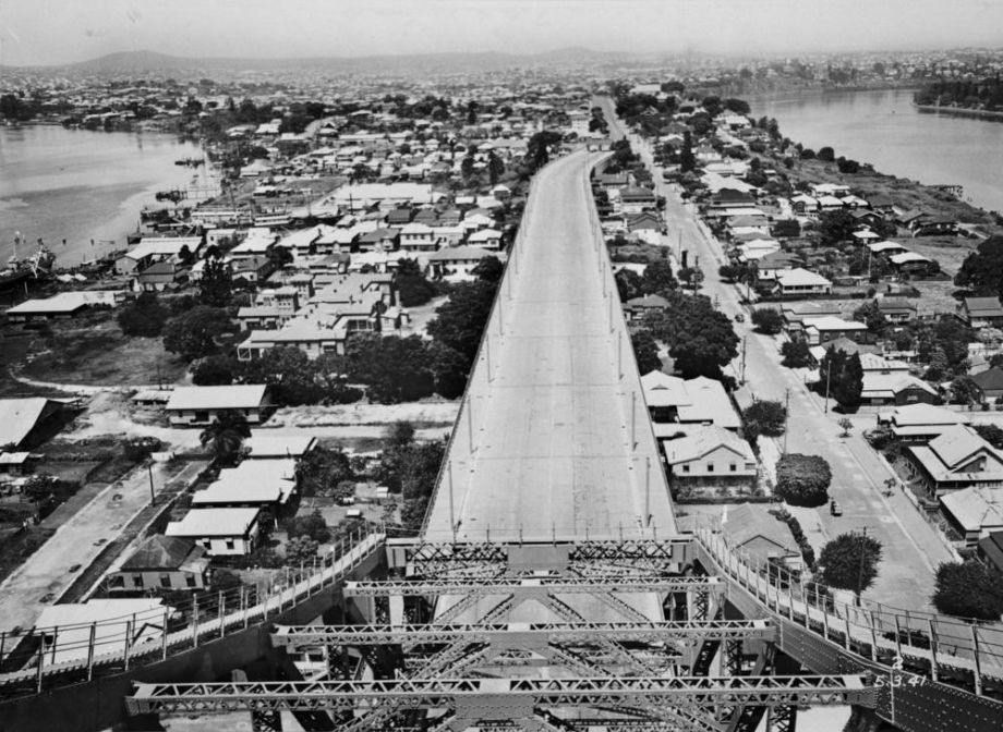 Story Bridge showing Bradfield Highway