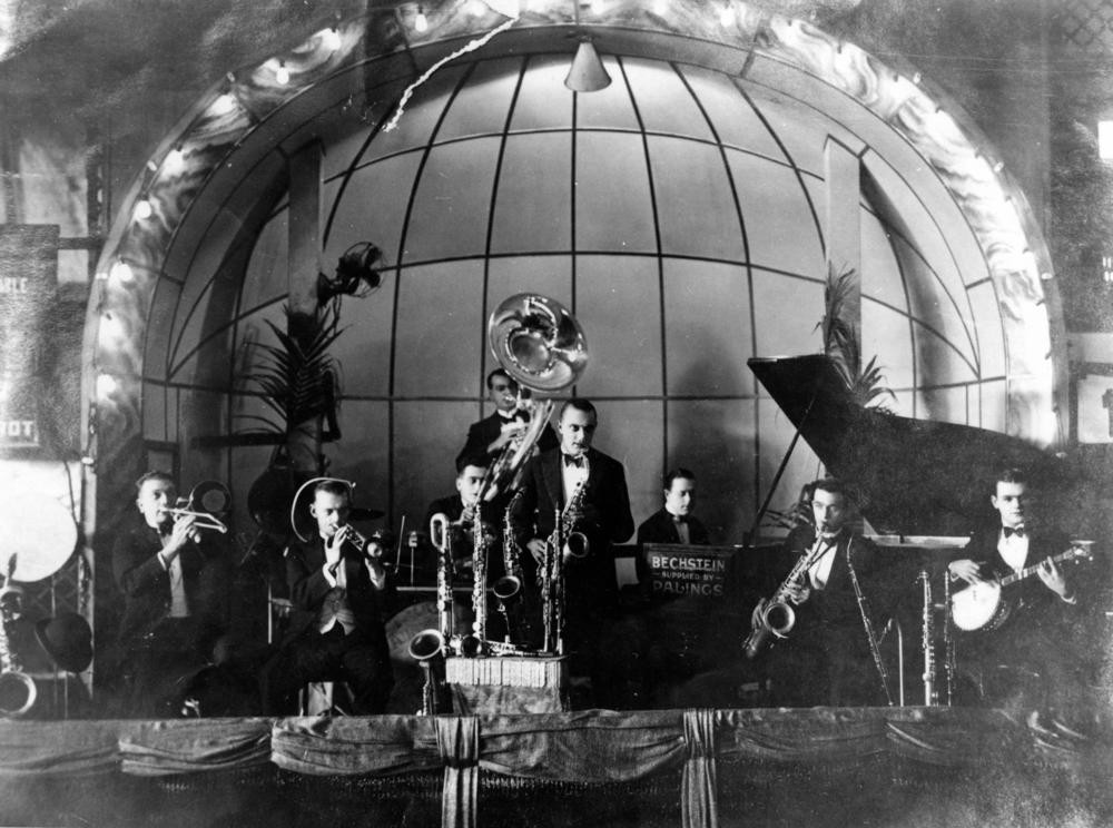 Photo of Billo Smiths Dance Band at the Trocadero Dansant 1927